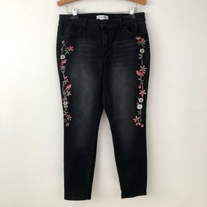 Artisan NY | Embroidered Black Jeans